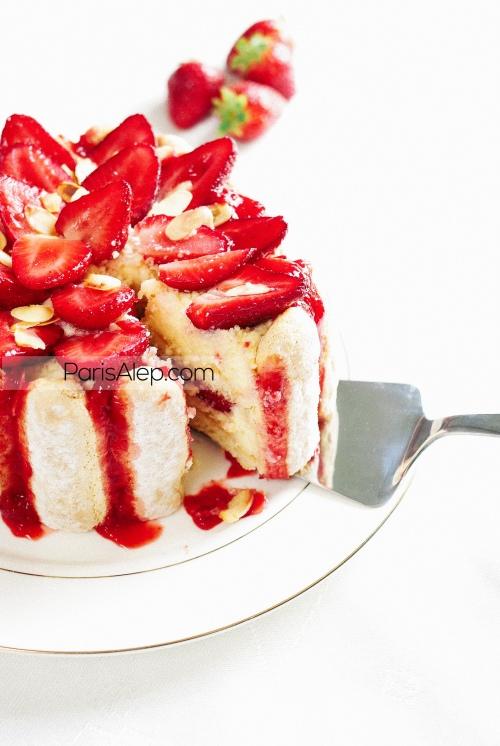 Charlotte aux fraises et aux amandes