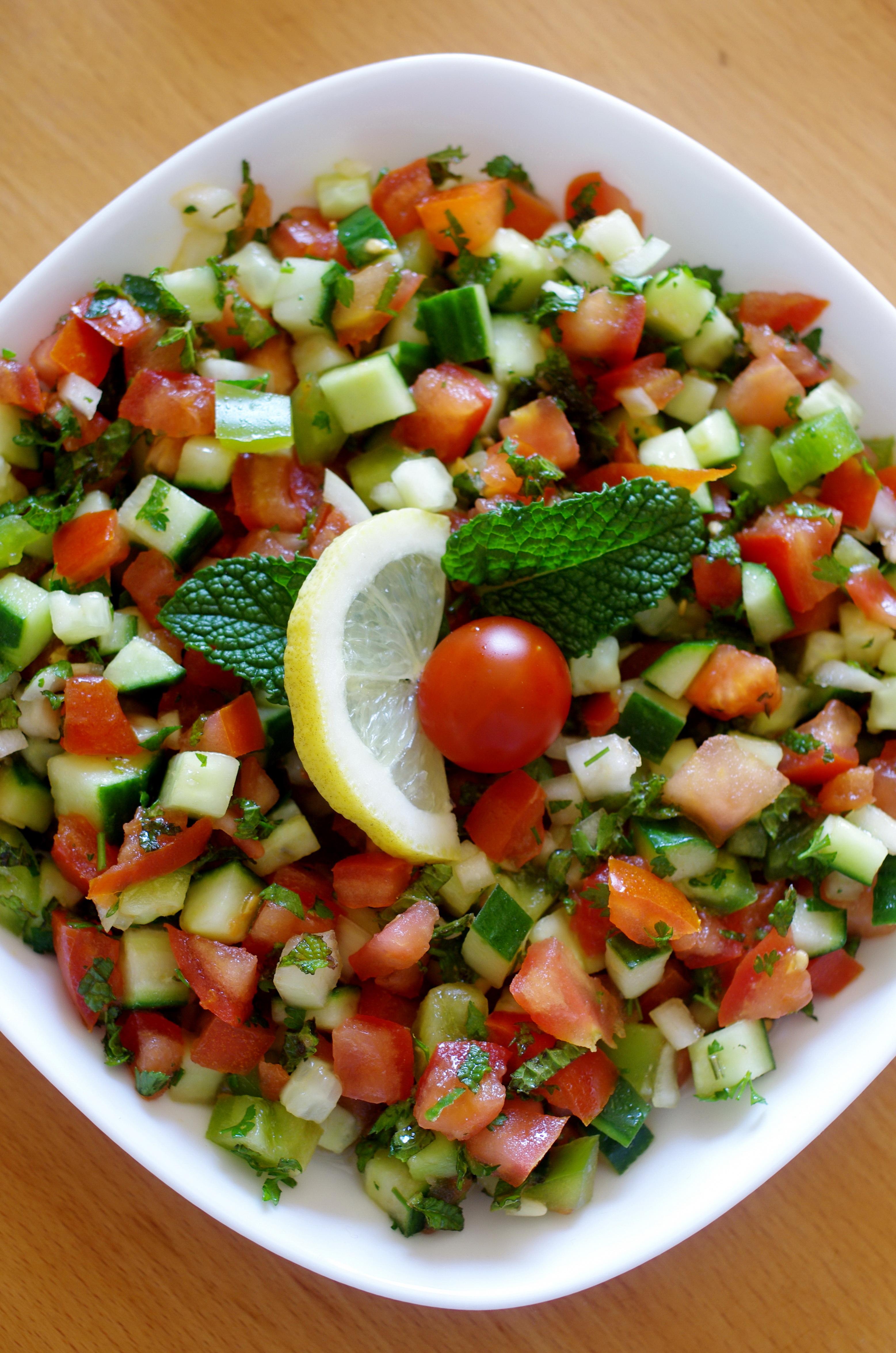 Salata salade classique syrienne paris alep cuisine syrienne - Oignon sous le lit combien de temps ...