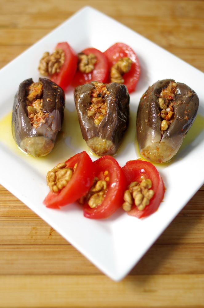 Makdouss conserve de mini aubergines farcies aux noix for Aubergines en conserve maison
