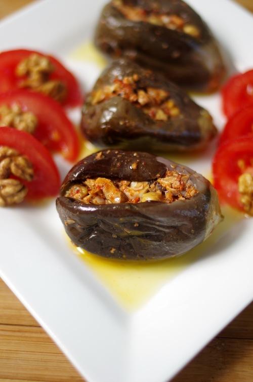 makdouss conserve de mini aubergines farcies aux noix. Black Bedroom Furniture Sets. Home Design Ideas